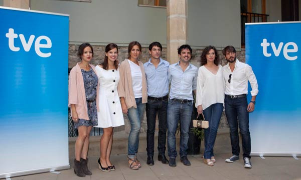14 de abril. La República : Foto Alejo Sauras, Félix Gómez, Lucía Jiménez, Mariona Ribas, Marta Belaustegui