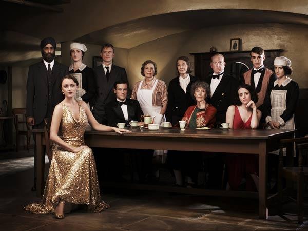 Arriba y abajo Remake : Foto Adrian Scarborough, Anne Reid, Art Malik, Claire Foy, Ed Stoppard