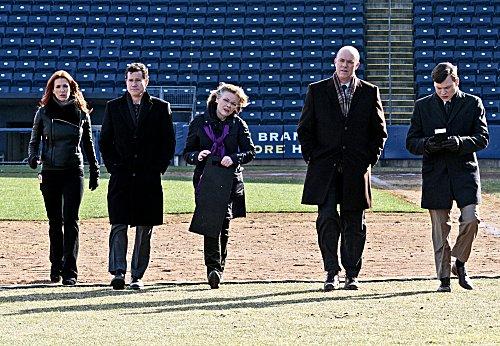 Foto Dylan Walsh, Jane Curtin, Kevin Rankin, Michael Gaston, Poppy Montgomery