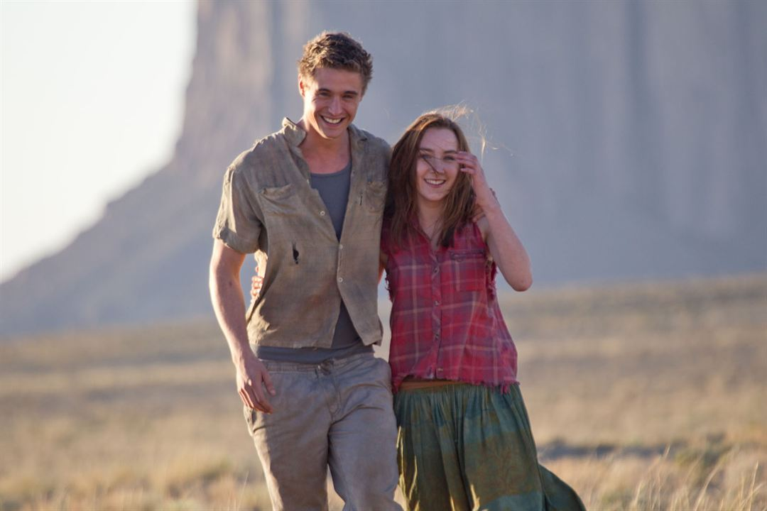 The Host (La huésped): Max Irons, Saoirse Ronan