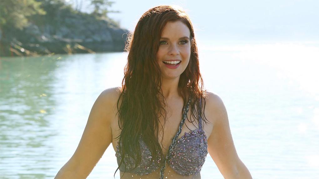 JoAnna Garcia como Ariel