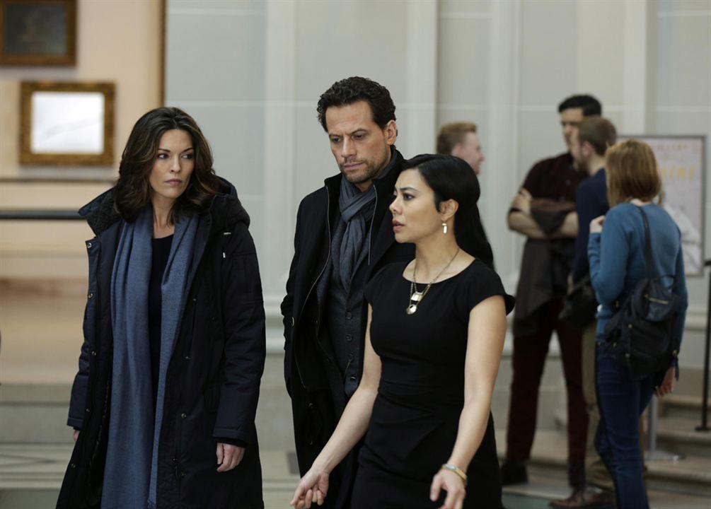 Foto Alana De La Garza, Angel Desai, Ioan Gruffudd