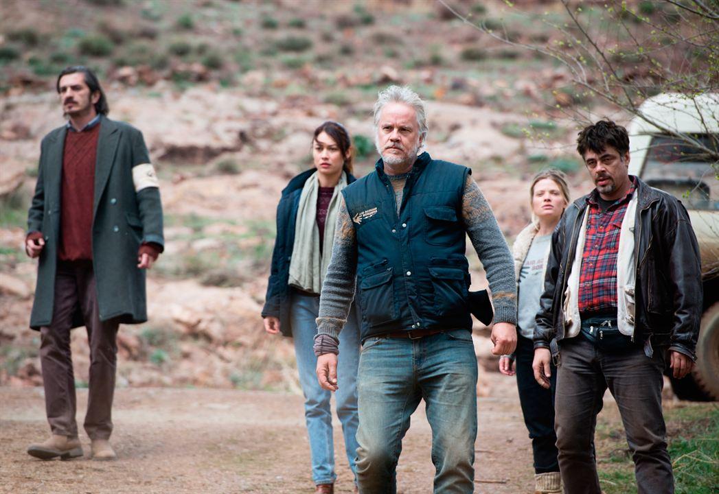 Un día perfecto : Foto Benicio Del Toro, Fedja Stukan, Mélanie Thierry, Olga Kurylenko, Tim Robbins