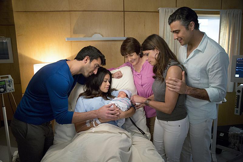 Foto Andrea Navedo, Gina Rodriguez, Ivonne Coll, Jaime Camil, Justin Baldoni