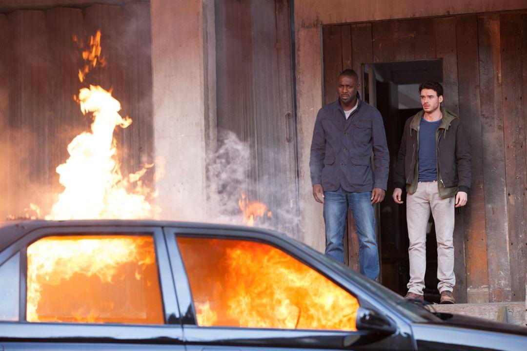 Asalto en París: Richard Madden, Idris Elba