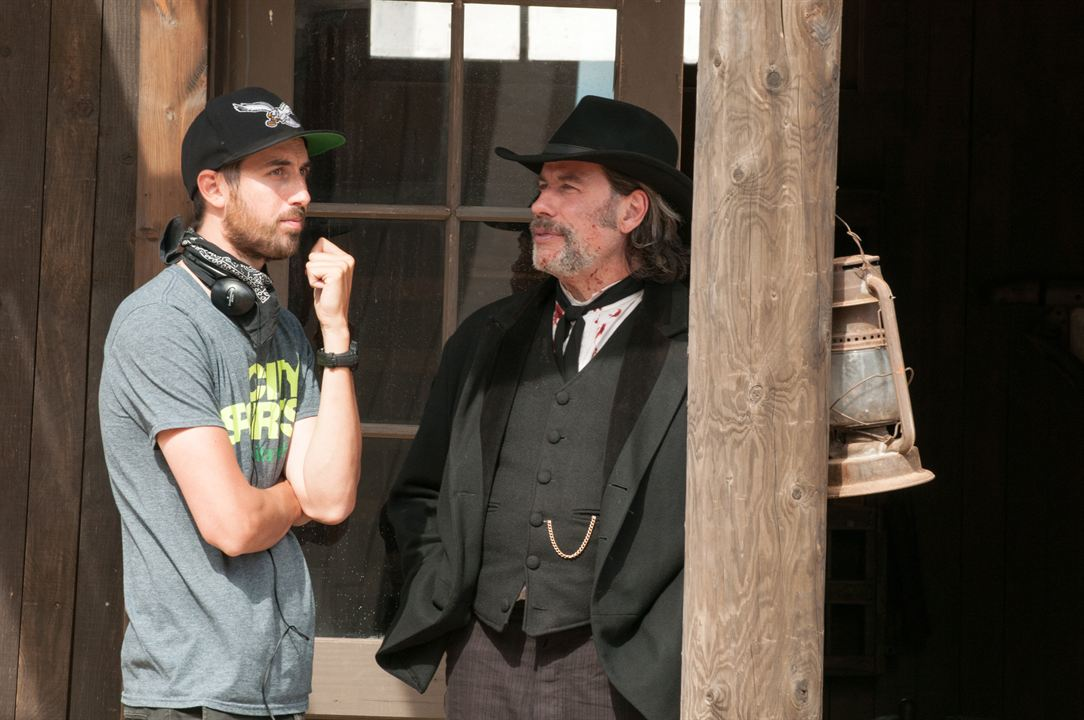 In A Valley Of Violence : Foto John Travolta, Ti West