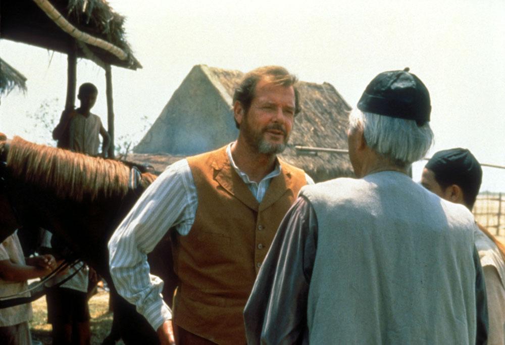The Quest: En busca de la ciudad perdida: Roger Moore