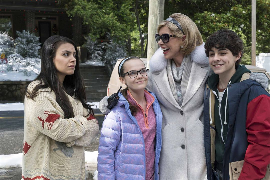 El gran desmadre (Malas madres 2): Christine Baranski, Emjay Anthony, Mila Kunis, Oona Laurence