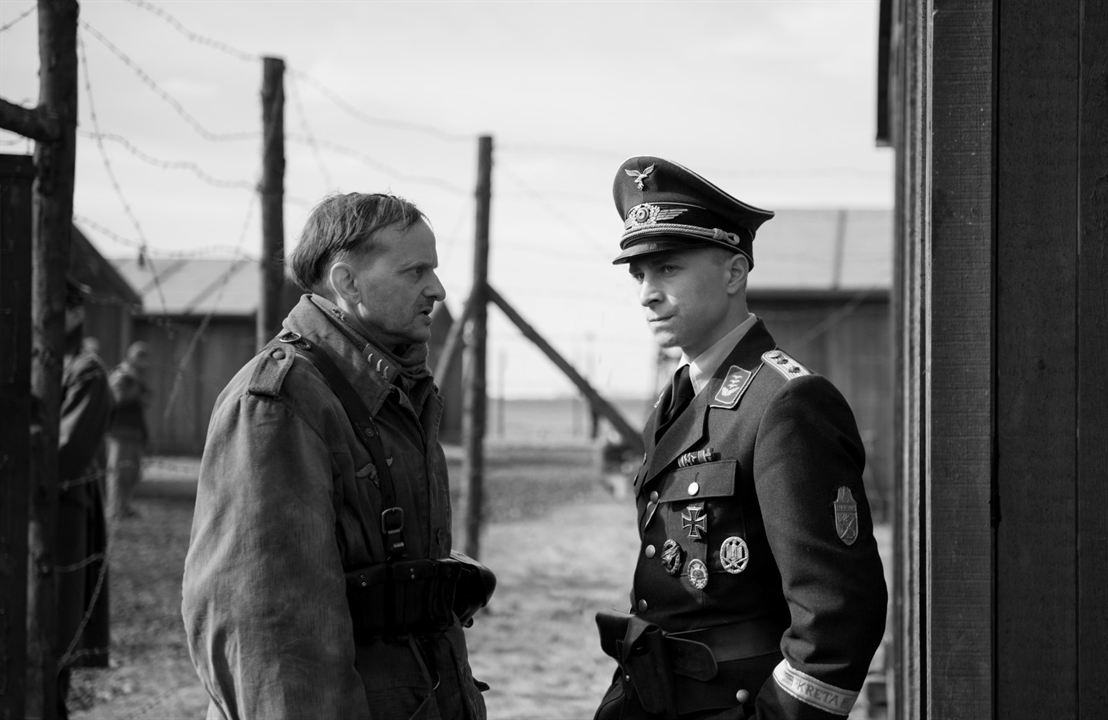 El capitán: Milan Peschel, Max Hubacher
