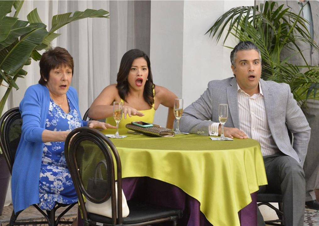 Foto Gina Rodriguez, Ivonne Coll, Jaime Camil