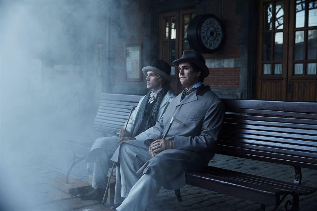 La importancia de llamarse Oscar Wilde : Foto Colin Morgan (II), Rupert Everett