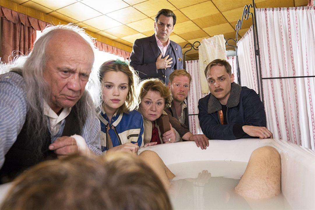 Foto Adrian Zwicker, Christian Grashof, Emilia Schüle, Imogen Kogge, Johannes Kienast