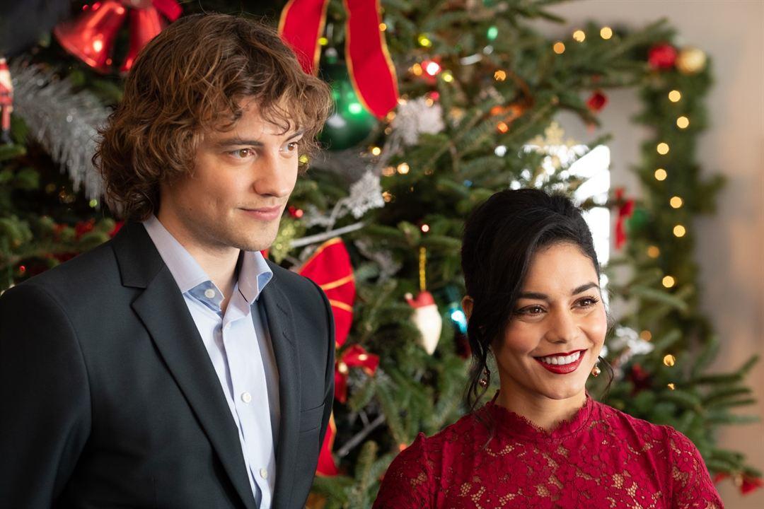 El caballero de la Navidad: Josh Whitehouse, Vanessa Hudgens
