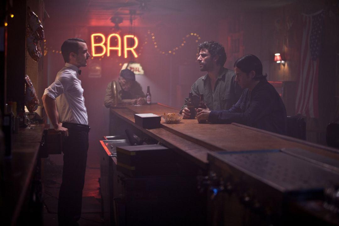 Revenge for Jolly! : Foto Brian Petsos, Elijah Wood, Oscar Isaac
